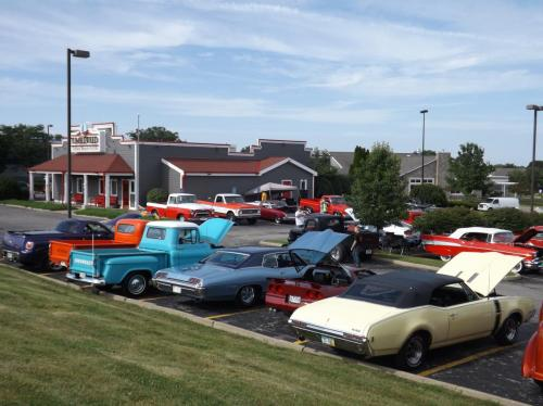 A full lot at Tumbleweed's Monthly Cruise-In