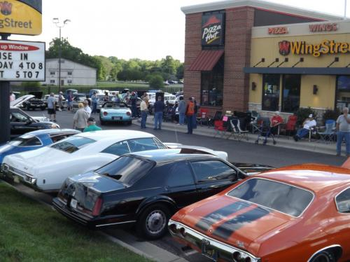 Pizza Hut - Wingstreet's Classic Car, Truck & 'Cycle Cruise-In.Nice weather means a full lot at my Pizza Hut- Wingstreet Classic Car, Truck & 'Cycle Cruise-In.